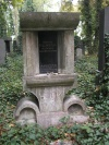 Rondokubistický náhrobek od Josefa Gočára na Novém židovském hřbitově v Praze.