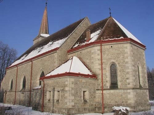 Kostel Nanebevzetí Panny Marie Mukařově u Říčan vystavěný z kvádrů říčanské žuly.