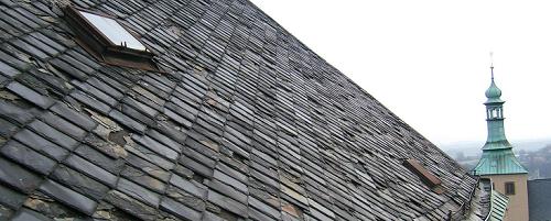 Břidlicová střecha kostela sv. Jakuba v Kutné Hoře
